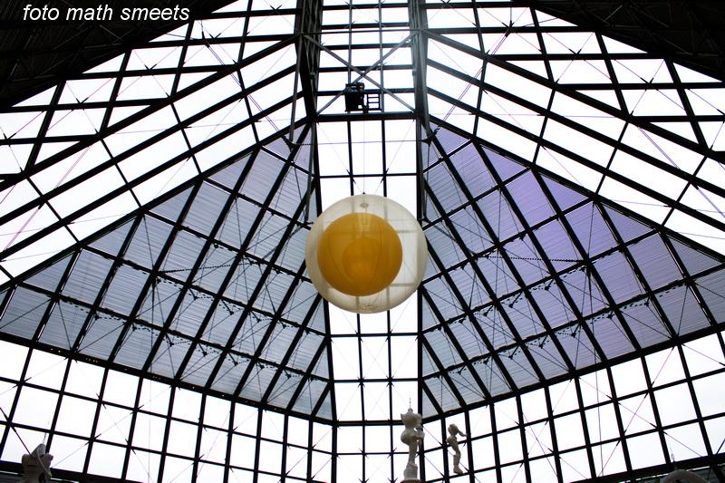 de nok van het MUDAM ( MUSÉE D'ART MODERNE), alleen het gebouw is al een bezoek waard